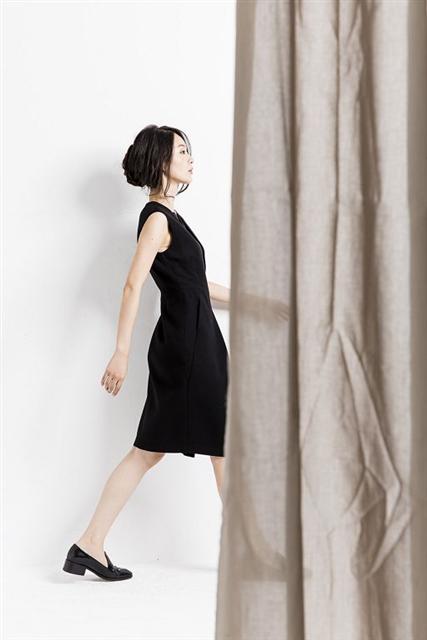 黑色假兩件毛料洋裝