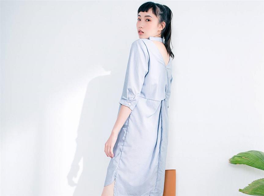 休閒條紋七分袖背面鏤空襯衫洋裝