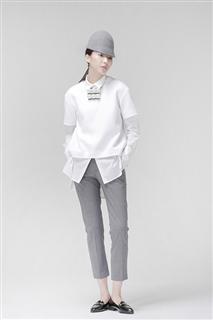 白色短袖蛹型造型上衣