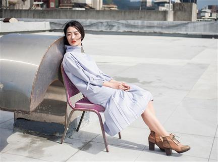 高垂領淡雅紫連身百折洋裝