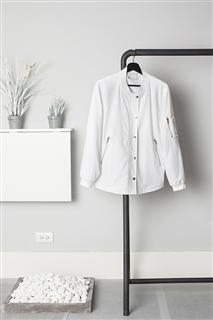 B.L.白色襯衫式飛行外套