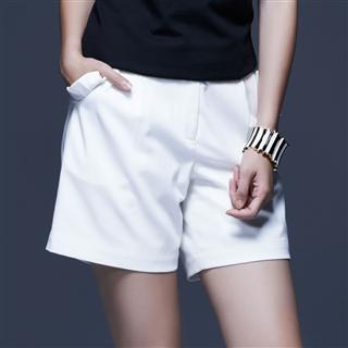白色口袋和葉裝飾短褲