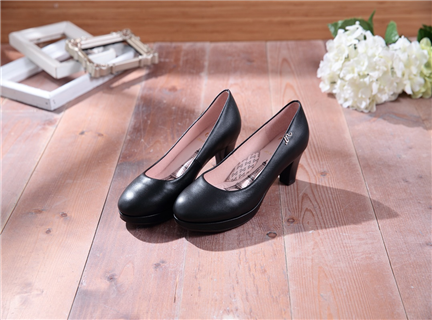 Anna-經典黑-素面圓頭真皮中跟鞋