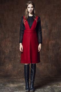 紅吊帶及膝A字裙