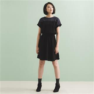 漫步星辰 - 黑色棉麻日式落肩洋裝