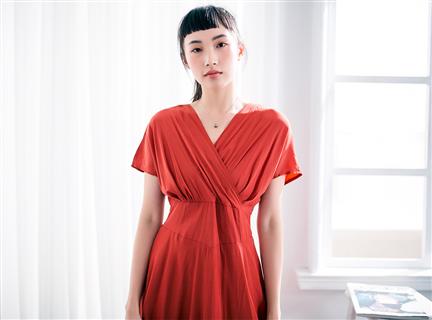 純色棉質性感V領收腰傘擺長洋裝