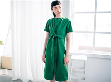 純色立體交叉收腰綁帶短袖長洋裝