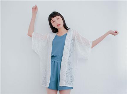 鏤空蕾絲緹花寬鬆七分袖長版罩衫