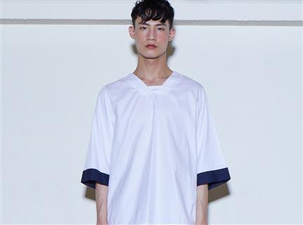 突圍者 - 寬版V領五分袖上衣 白色